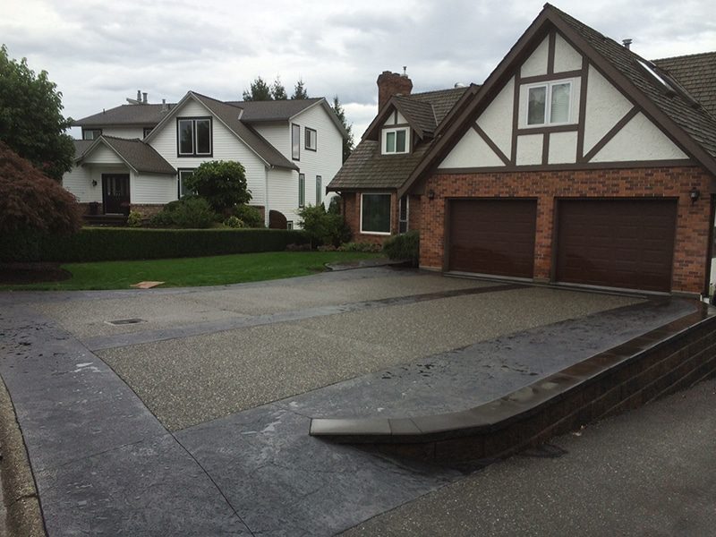 stamped-concrete-driveway-retaining-wall