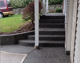 aggregate-concrete-border-with-brushed-concrete-middle