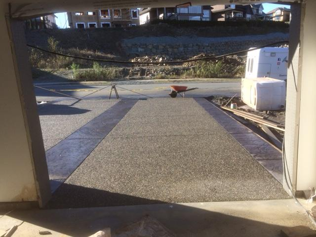 Stamped concrete driveway in abbotsford captain concrete for Temperature to pour concrete driveway