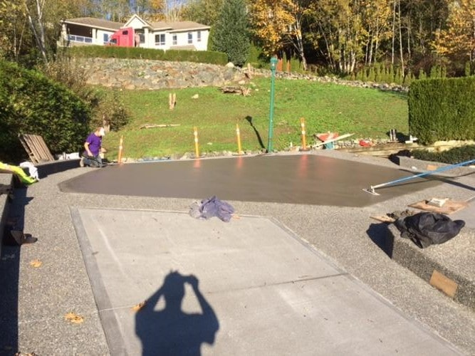 Steep concrete driveway pour in abbotsford captian concrete for Steep driveway construction