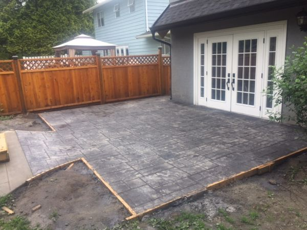 ashlar-stamped-concrete-patio-yarrow-bc