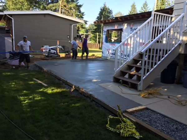 backyard-concrete-patio-abbotsford-bc