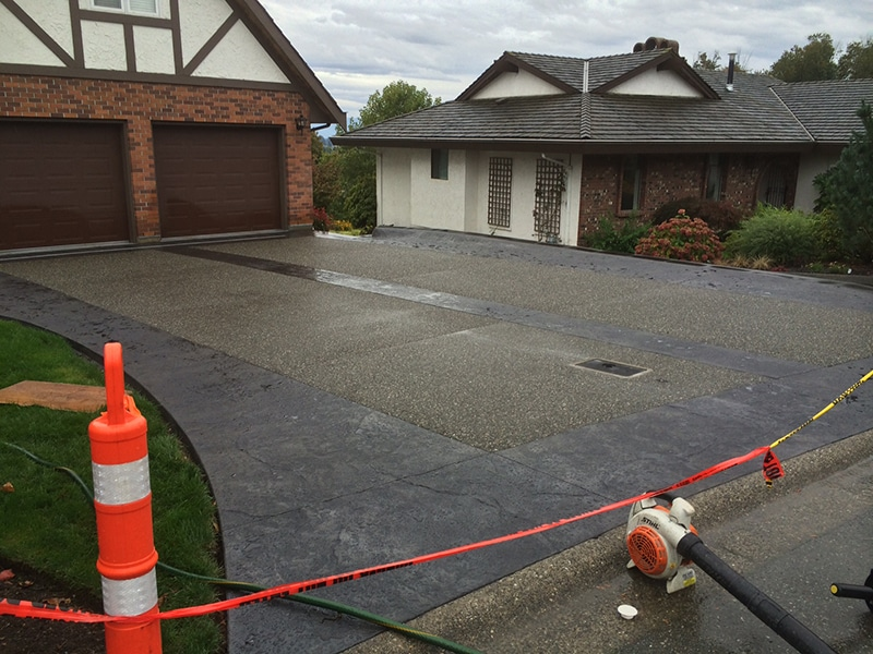 aggregate-and-stamped-concrete-driveway-1
