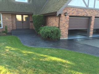 concrete-walkway-to-front-door