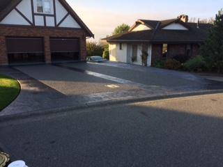 road-view-of-stamped-concrete-and-aggregate-driveway