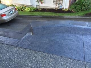 stamped-concrete-driveway-with-retaining-wall-edge