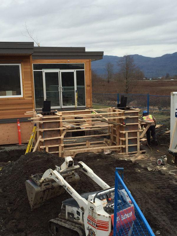 Decorative concrete pilasters base modular home